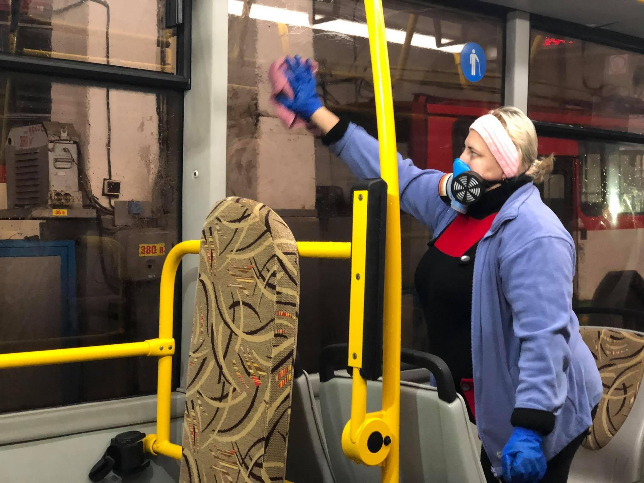 """Картинки по запросу """"у рівному дезинфікують тролейбуси"""""""
