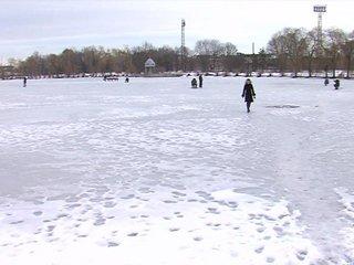 На Рівненщині чоловік ледь врятувався, провалившись під лід