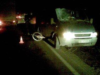 На Рівненщині водій мікроавтобуса «наздогнав» велосипедиста