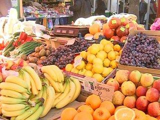 Чи знизять рівненські продавці ціни на фрукти, які за останній місяць зросли