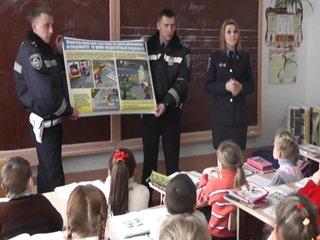 На Рівненщині дітям нагадали правила дорожнього руху на спеціальному уроці