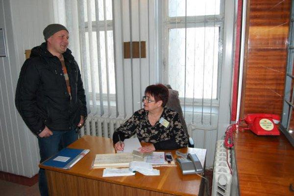 Сотні жителів Рівненської області прибувають до військових комісаріатів та  ...