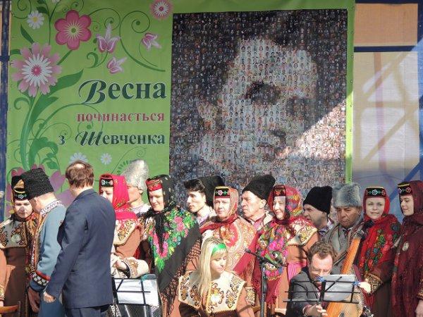 У Рівному створили портрет Шевченка із 1200 фотографій рівнян [ФОТО]