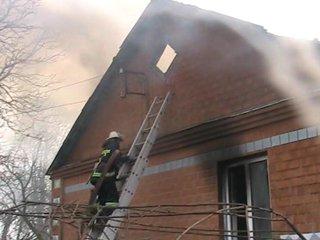 На Рівненщині спалахнув будинок, де мешкає 9 людей