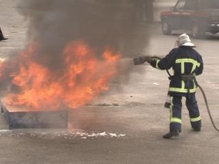 У Рівному студенти вчились гасити пожежі і надавати першу медичну допомогу