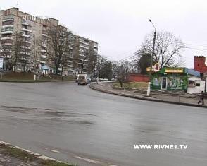 На Рівненщині троє зловмисників пограбували квартиру у присутності господар ...