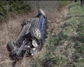На Рівненщині внаслідок перекидання автомобіля троє людей травмувалися