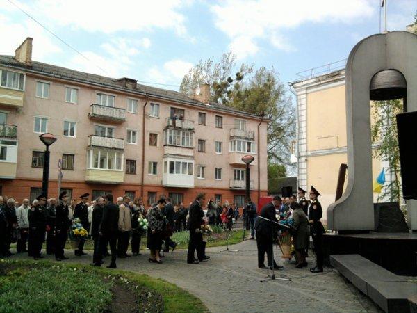 У Рівному провели мітинг-реквієм з нагоди 26-ї річниці аварії на ЧАЕС [ФОТО]