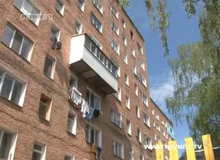 У Рівному дворічна дівчинка випала з вікна шостого поверху і вижила