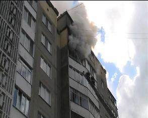 У Рівному через пожежу у багатоповерхівці мало не згоріли квартири