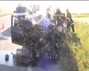 Неподалік Рівного вантажівка розтрощила легковик.