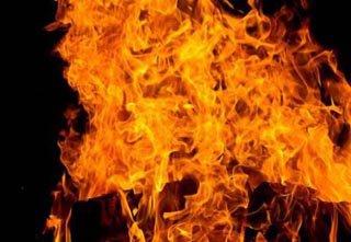 На Рівненщині чоловік врятував з палаючого будинку господарку та трьох діте ...