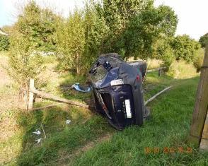 На Березнівщині авто злетіло з дороги – пасажир загинув]