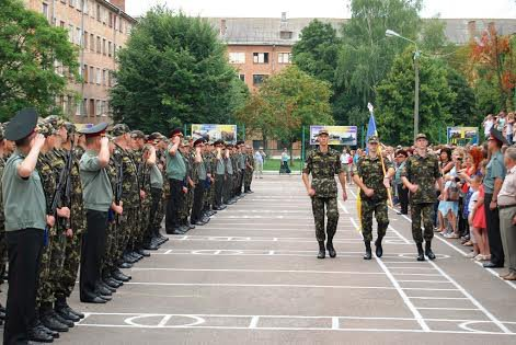 У Рівному майбутні офіцери запасу склали Військову присягу на вірність укра ...