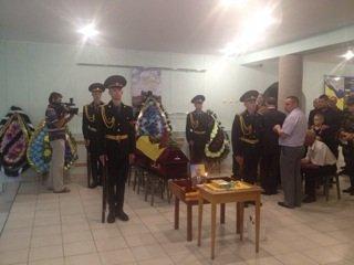 Військовослужбовці Рівного попрощалися із загиблим підполковником Віктором  ...