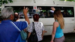 Рівненські військові евакуюють жителів Луганська із місць бойових дій