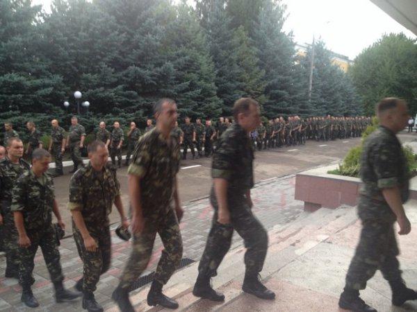 Військовослужбовці Рівного попрощалися із загиблим підполковником Віктором Новіцьким