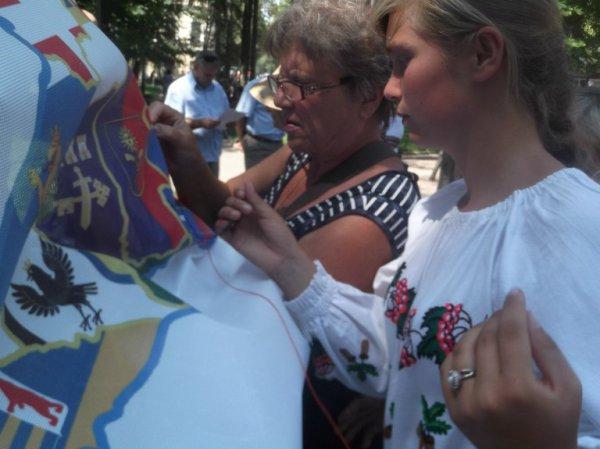Рівняни власноруч вишиватимуть оберіг для України
