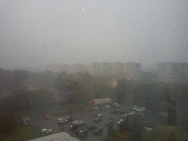 Сьогодні на Прикарпатті очікуються зливи, грози та град