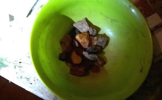 На Рівненщині у скупників вилучили майже вісім кілограмів бурштину (фото) - фото 3