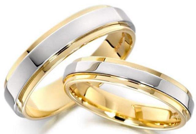 Погана прикмета - упустити обручку під час процедури одруження. Після того 8bf2d3376d555