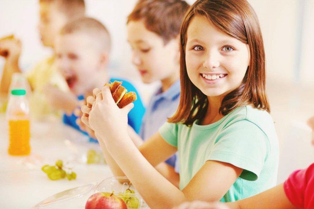 Шкільний обід дитини: поради батькам, що краще покласти до ланч ...