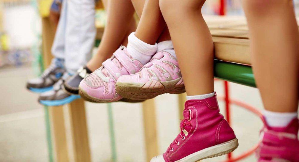 Перше взуття підбирається згідно з віком і в жодному разі не