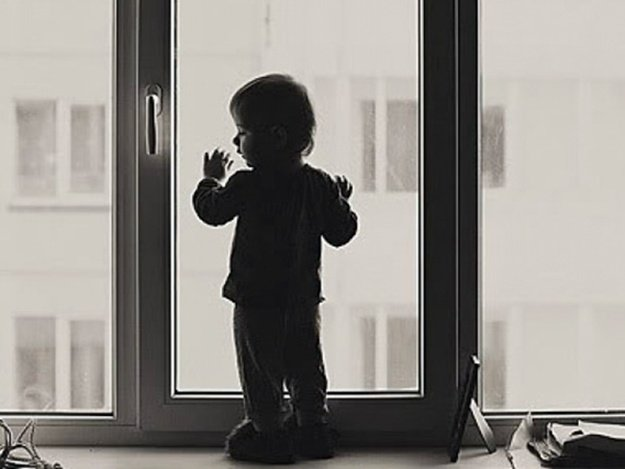 Картинки по запросу дитина в квартирі