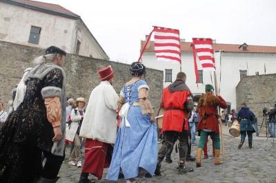 <a href='/Info/?id=82610' >У Мукачівському замку відтворили весілля 335-річної давності [ФОТО]</a>