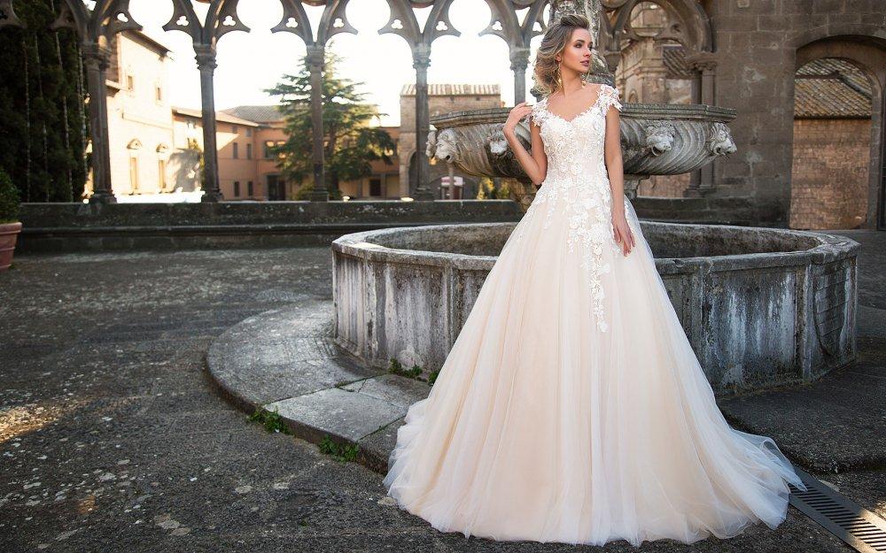 Весільні тенденції 2017  де купити модну сукню за доступною ціною ... 0d59fc4aeff43
