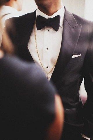 Обираємо весільний чоловічий костюм. Посібник наречених. Телеканал ... 6b6995f4d3cd0
