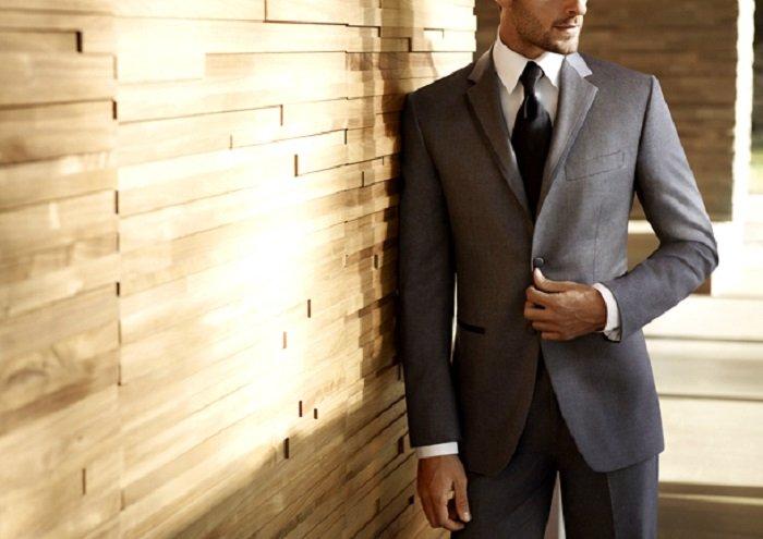 e1873831d18448 Краватку необхідно підбирати так, щоб він був на тон світліше костюма і  темніше сорочки (виняток становлять тематичні рустикальні весілля або  урочистості в ...
